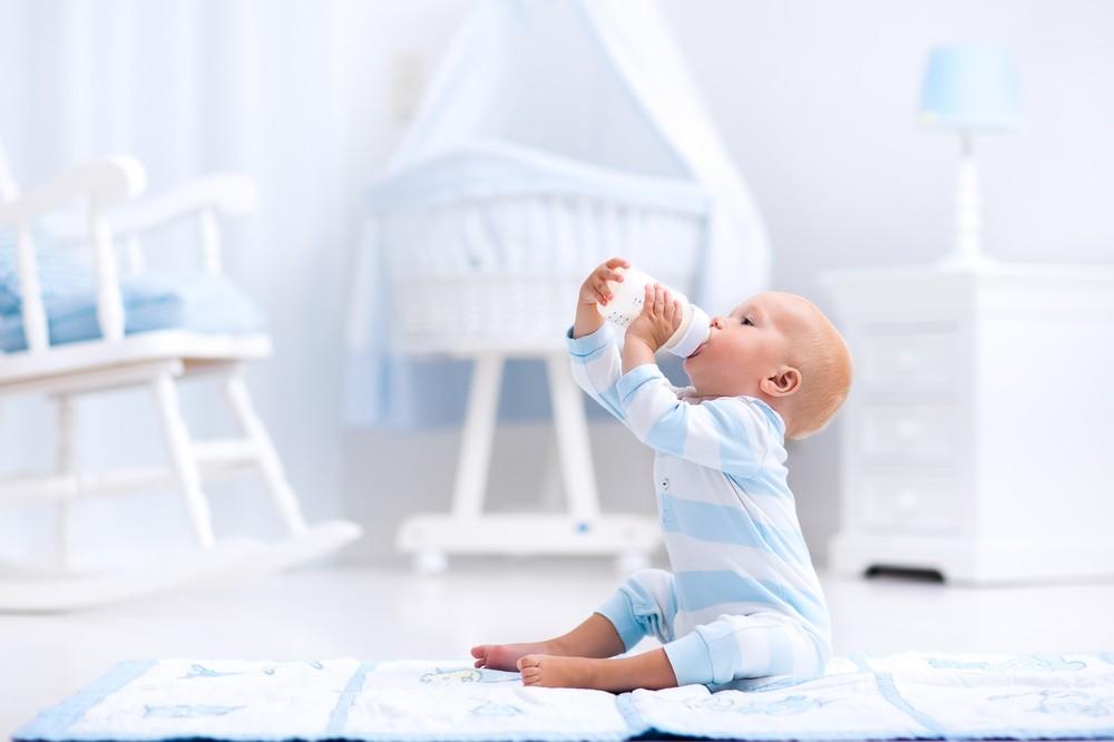 Tout savoir sur l'alimentation de votre bébé mois par mois