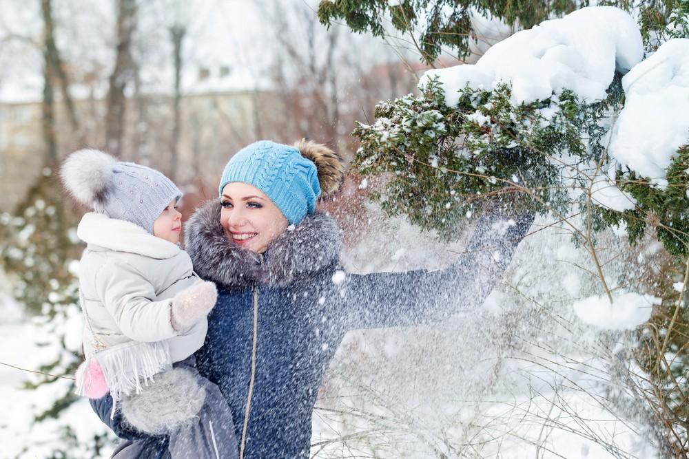 Premières vacances au ski avec votre bébé ? Pensez à le couvrir du froid