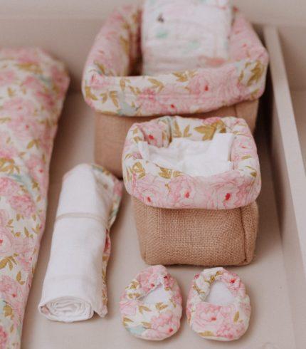 à côté du matelas à langer ou dans une commode ! La mini bannette est idéale pour ranger des carrés de coton ou encore les dosettes de sérum physiologique