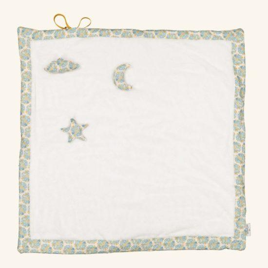 Un tapis bien moelleux et douillet à utiliser dès la naissance. Facilement pliable et transportable.