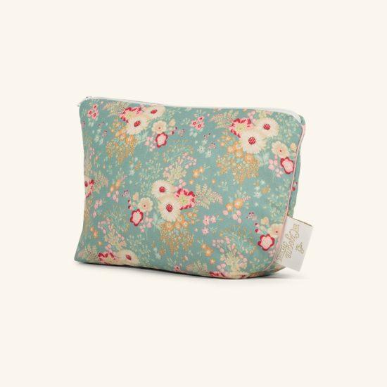 Une belle trousse souple et moelleuse dans laquelle vous pourrez transporter le nécessaire pour bébé le temps d'une balade par exemple (2 couches